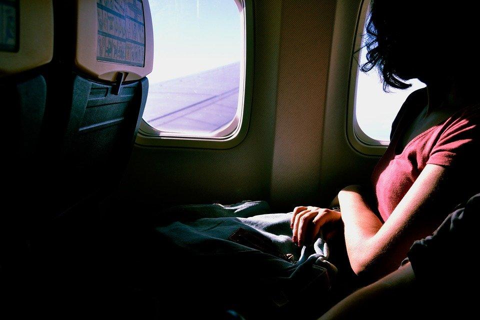 Comment une femme peut-elle éviter de se mettre en danger quand elle voyage seule?